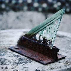 イメージ画像として曲った日時計